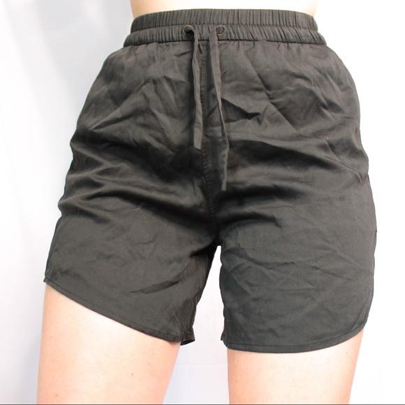 Lululemon green drawstring workout shorts size 6